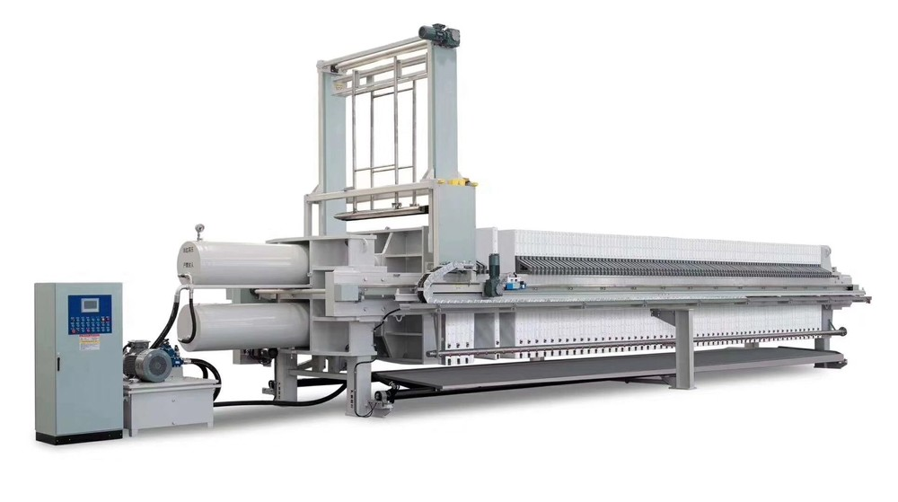 Program-controlled automatic hydraulic chamber filter press
